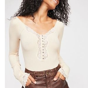 Free People To the West Lace Tee in Cream, M